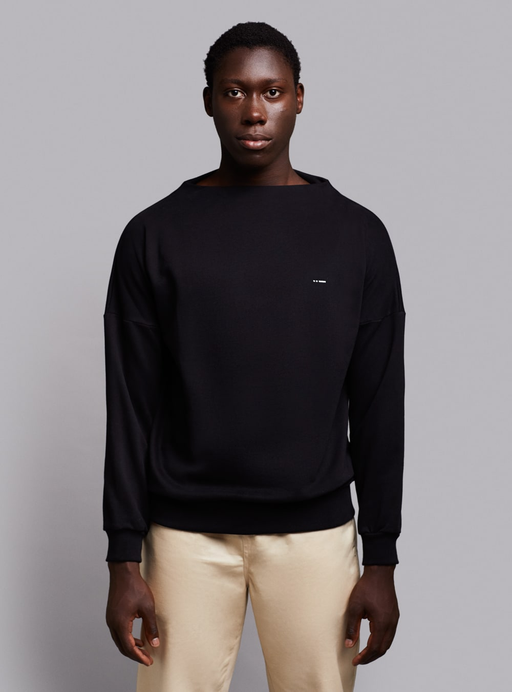 Deconstructed sweatshirt (black) in organic cotton, made in Portugal by wetheknot.