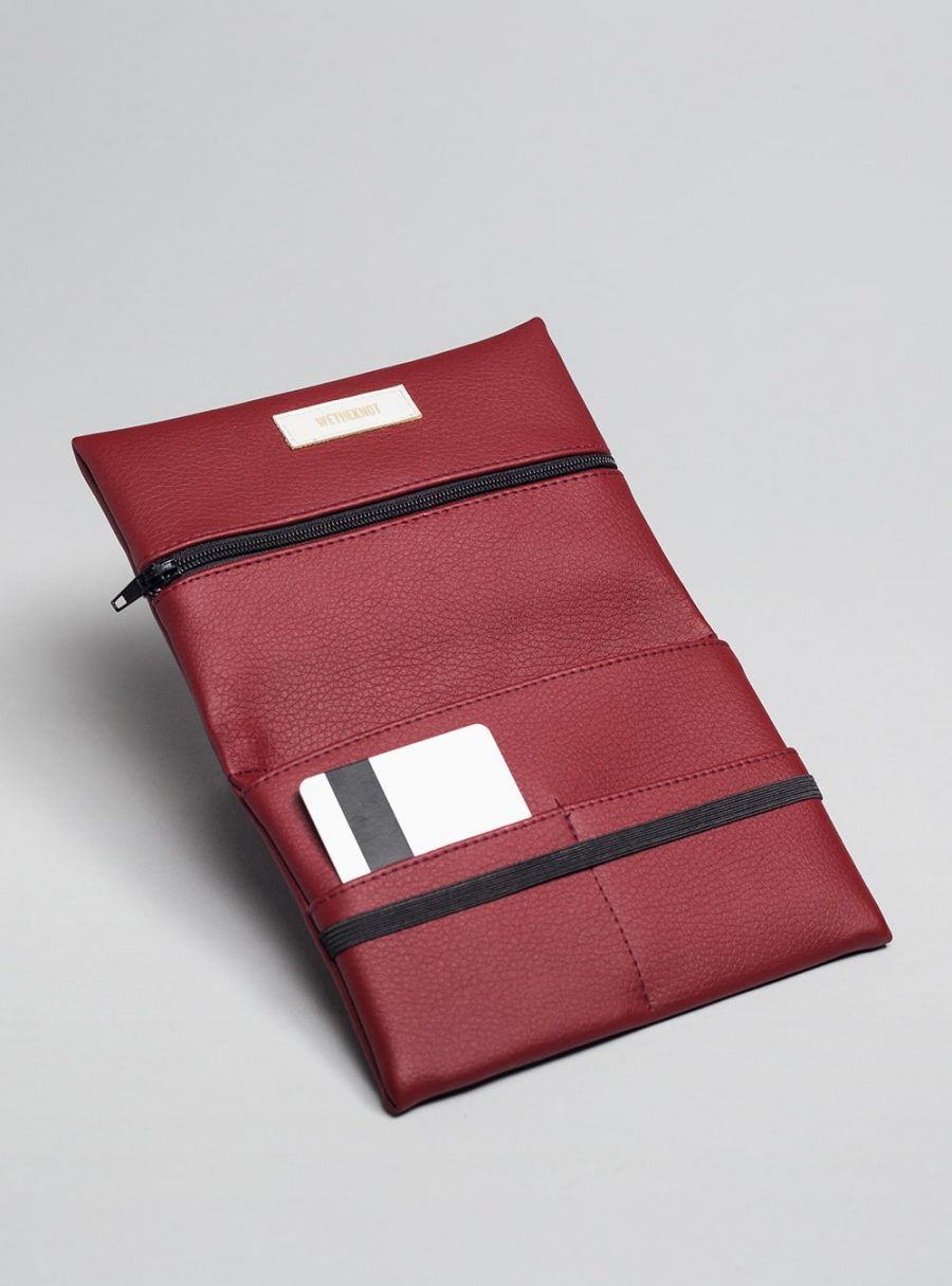 Pouch (cherry) in vegan leather, made in Portugal by wetheknot.