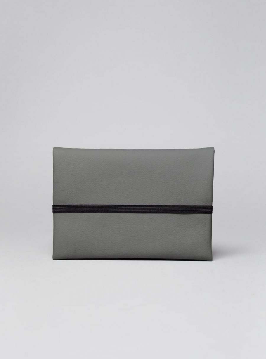 Pouch (dark grey) in vegan leather, made in Portugal by wetheknot.