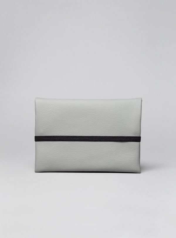 Pouch (grey) in vegan leather, made in Portugal by wetheknot.