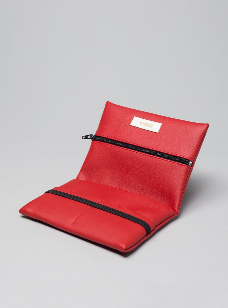 Pouch (red) in vegan leather, made in Portugal by wetheknot.