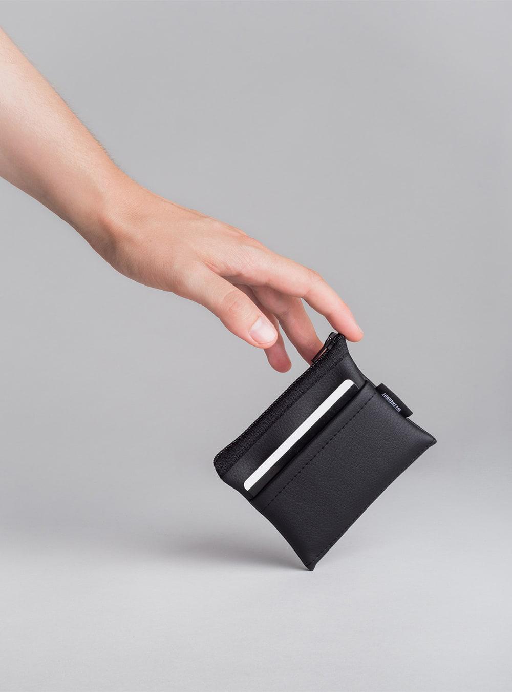 Essential card holder in black