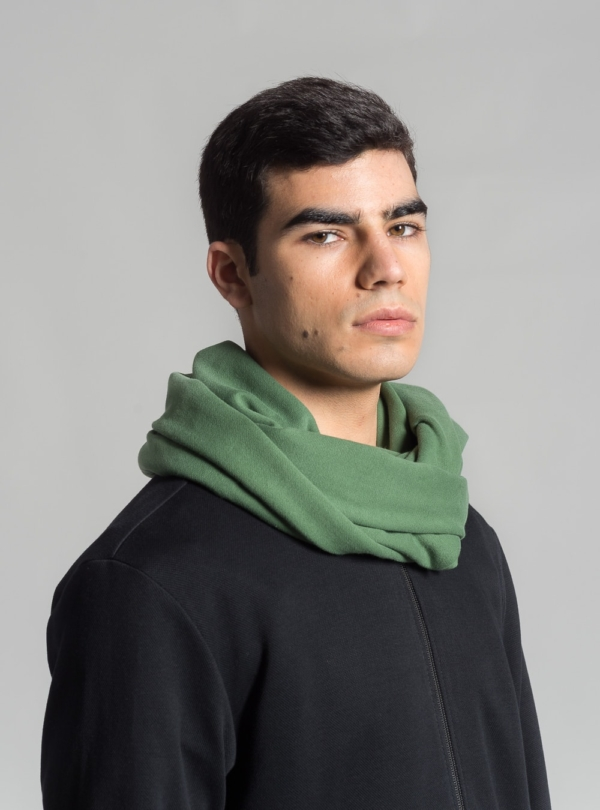 Essential circle scarf (green) in organic cotton, made in Portugal by wetheknot.